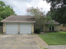 2303 Meadow Green Dr, Pearland, TX 77581