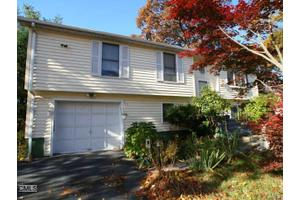 1525 Chopsey Hill Rd, Bridgeport, CT 06606