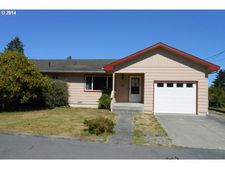 710 4th St, Brookings, OR 97415