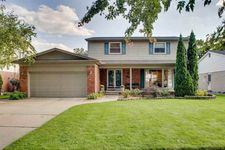 1123 Hollywood Ave, Grosse Pointe Woods, MI 48236
