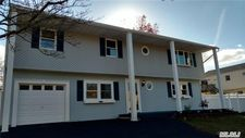8 Bambie Ln, Patchogue, NY 11772
