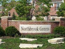927 Kensington Dr, Northbrook, IL 60062