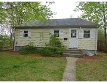 29 Rice St, Johnston, RI 02919