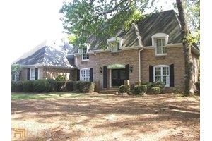 197 Club Dr, Gainesville, GA 30506