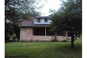 1599 Circle Dr, Clarksburg, WV 26301