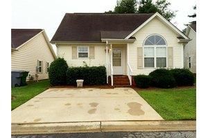 5945 Crape Myrtle Ln, Charlotte, NC 28216