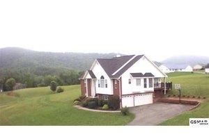 2890 English Hills Dr, Sevierville, TN 37876