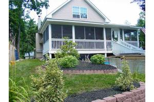 8 Willow Ave, New Windsor, NY 12553