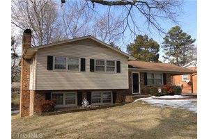 2504 Dumfries Rd, Greensboro, NC 27407