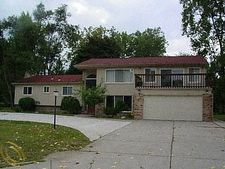 2568 Pine Ridge Rd, West Bloomfield Twp, MI 48324