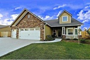 2941 Sierra Madre Ave, Clovis, CA 93611