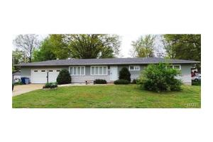 4701 Candace Dr, St Louis, MO 63123