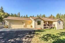 586 Forest Hills Dr, Rogue River, OR 97537