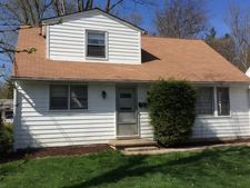 77 South St, Chagrin Falls, OH 44022
