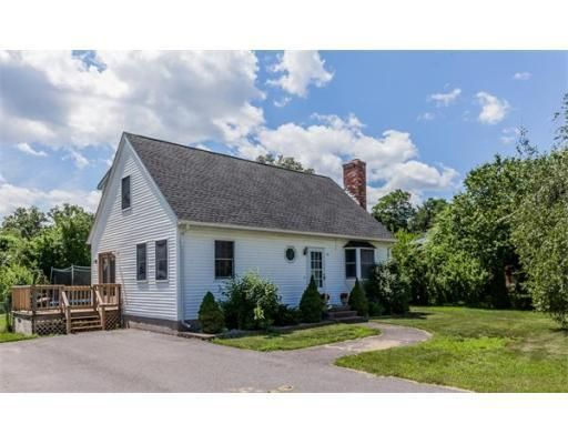 18 Royal Ln, Agawam, MA 01001