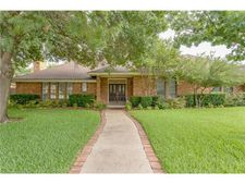 6704 Meadows West Dr S, Fort Worth, TX 76132