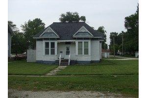 117 W Mann St, Gilman, IL 60938