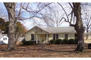 108 Brewer St, Booneville, MS 38829