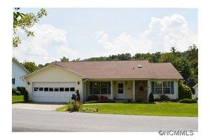 522 Woodfield Ln, Hendersonville, NC 28791