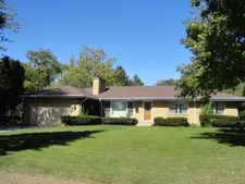 34 S Wildwood Dr, Prospect Heights, IL 60070