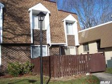 282 Sagamore Hills Dr, Port Jefferson Station, NY 11776
