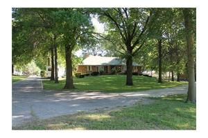 2600 SW 5th St, Blue Springs, MO 64014
