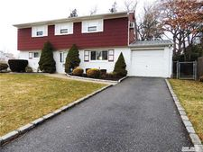 33 Oxford Rd, Old Bethpage, NY 11804
