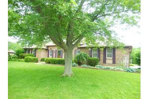 141 Johnson Dr, Valparaiso, IN 46383