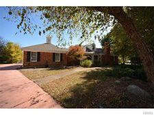 1134 S Charlemagne Dr, Lake Saint Louis, MO 63367