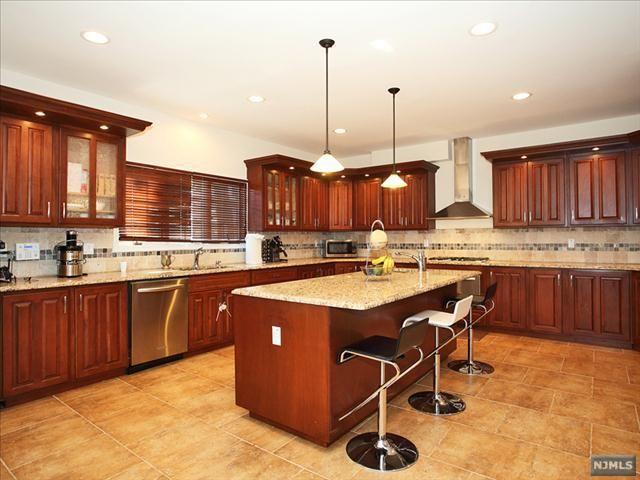 75 Harriet Ave, Bergenfield, NJ 07621