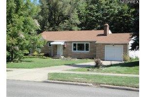 2315 Bears Den Rd, Youngstown, OH 44511