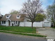 3173 Roxbury Ln, Levittown, NY 11756