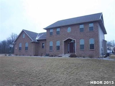 16058 Forest Lake Dr, Findlay, OH