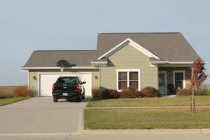609 N Perkins St, Lone Tree, IA 52755
