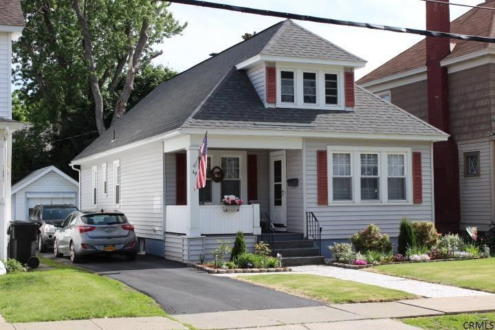 49 Meadowlawn Ave Troy, NY 12180