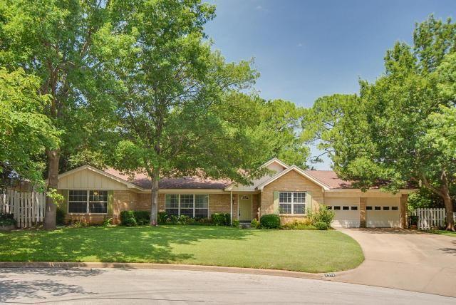 1312 Colonial Ct Arlington, TX 76013