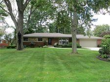 28335 Kendallwood Dr, Farmington Hills, MI 48334