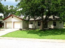 591 Rolling Oaks Dr, Giddings, TX 78942