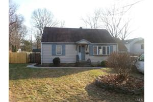 12 Elaine St, Norwalk, CT 06850