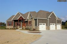 7693 Rim Rock Dr, Valley City, OH 44280
