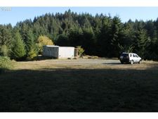68082 Honey Do Rd, North Bend, OR 97459