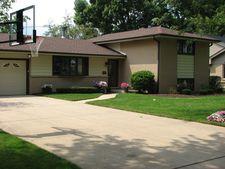 1330 Huber Ln, Glenview, IL 60026