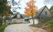 6422 Thompson Pond Dr, Whitmore Lake, MI 48189