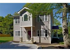 5 N Parkway Dr, Yorktown Heights, NY 10598