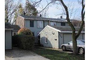 208 Applewood Ln, Bloomingdale, IL 60108
