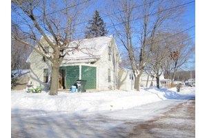 1222 S 7th St, Prairie Du Chien, WI 53821