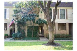 8960 Chatsworth Dr, Houston, TX 77024