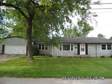 105 W Vance St, Sycamore, IL 60178