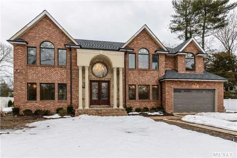 181 Shepherd Ln, Roslyn Heights, NY 11577