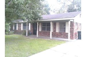 229 Deerwood Dr, Hinesville, GA 31313